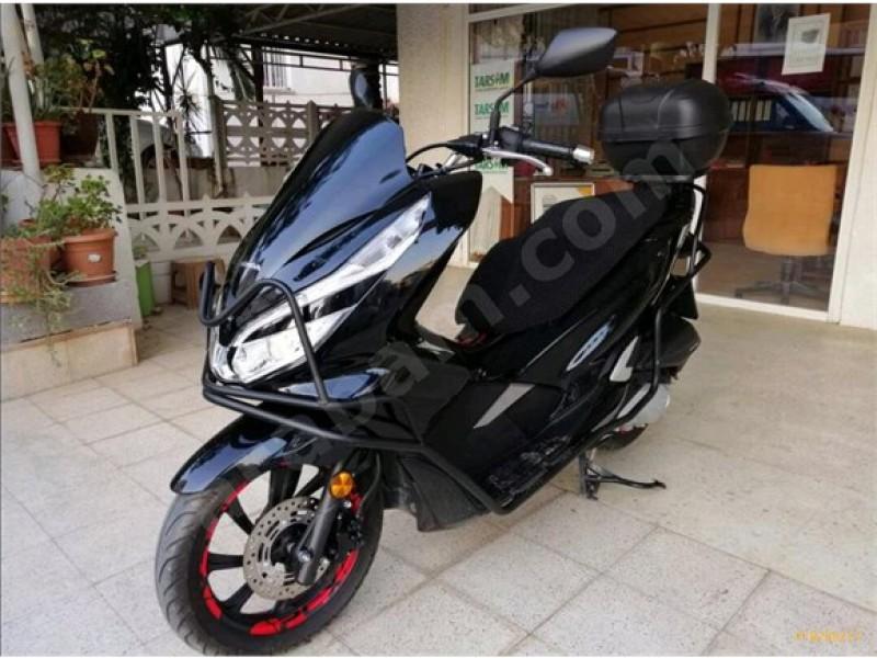 Honda PCX 125 cc vs Yamaha Nmax 125 cc.